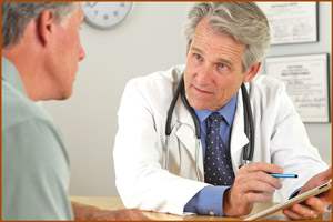 Врач консультирует пациена